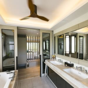 Layana Resort & Spa in Ko Lanta: Grand Garden Pavilion | Bathroom