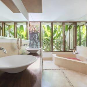 The Pavilions Bali in Südbali: Honeymoon Pool Villa | Bathroom
