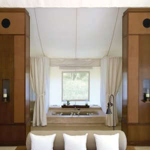 Aman-i-Khas in Ranthambore: Luxury Tent | Bathroom area