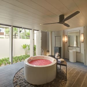 Layana Resort & Spa in Ko Lanta: Ocean Deluxe Villa | Bath