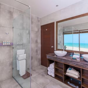 Uga Bay by Uga Escapes in Passekudah: Ocean Studio | Bathroom