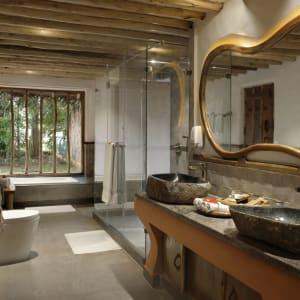 Evolve Back Kuruba Safari Lodge à Parc national de Nagarhole: Pool Reserve | Bath