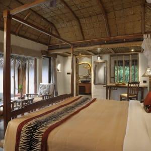 Evolve Back Kuruba Safari Lodge à Parc national de Nagarhole: Pool Reserve | Bed