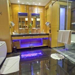 Ramada Resort by Wyndham Khao Lak:  Pool Villa | Bath