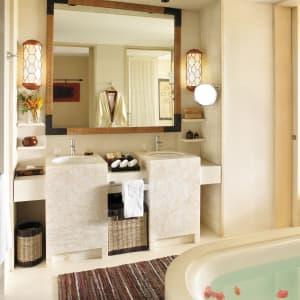 Shangri-La's Boracay Resort & Spa: Premier Seaview | Bathroom