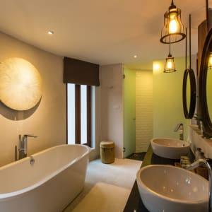 Bangsak Village in Khao Lak: Ravenala Deluxe Room Bathroom