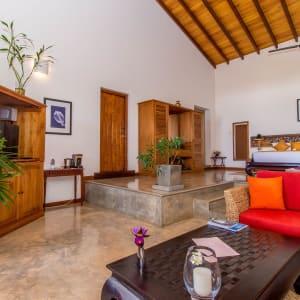 Aditya Resort à Hikkaduwa: Sagara Suite (Ocean View) | Bedroom & Living Room