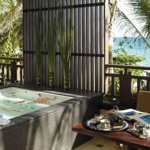 Shangri-La's Boracay Resort & Spa: Seaview Suite | Balcony and whirlpool