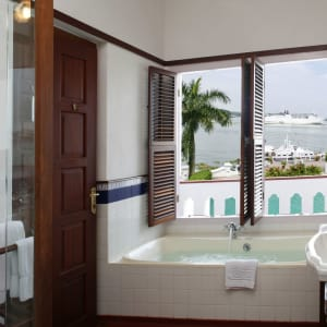 Brunton Boatyard à Kochi: Standard Sea Facing | Bathroom