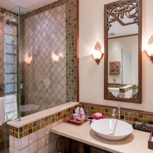 Ariyasom Villa in Bangkok: Studio Bathroom