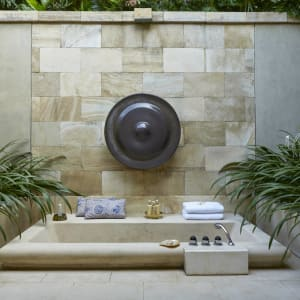 Amanjiwo in Yogyakarta: suite outdoor bathtub