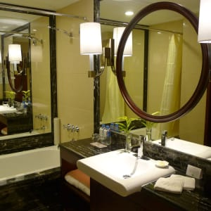 Central Hotel in Shanghai: Superior |Bathroom