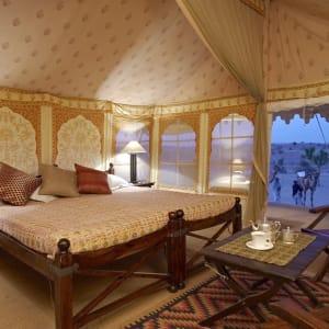 Palastromantik und Wüstenzauber ab Jodhpur: room: Tent interior Manvar Desert Camp