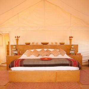 The Serai Desert Camp à Désert du Thar: Tented Suite | Bedroom
