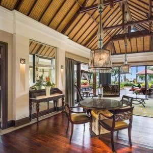 The St. Regis Bali Resort in Südbali: The Strand Villa | Living Room