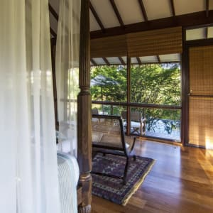 Ulagalla by Uga Escapes à Anuradhapura: Ulagalla Chalet | Master Bedroom with Pool view