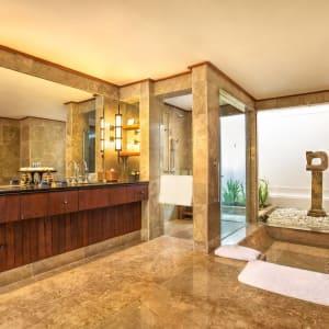 The Oberoi Beach Resort, Lombok: Villa | Bathroom