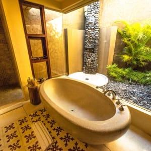 WakaGangga in Südbali: Villa Gardenview | Pool Villa Gardenview | Pool Villa Oceanview | Bathroom