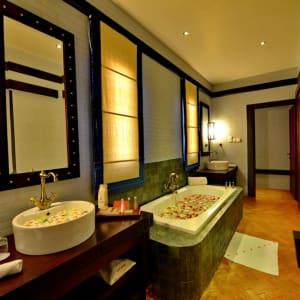 Bagan Lodge: Villa Room | bathroom