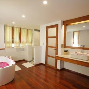 Popa Garden Resort in Bagan: Villa Terrace | Bathroom