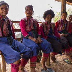 Le Myanmar authentique de Yangon: Sagar Lake Lisu Women with traditional clothes