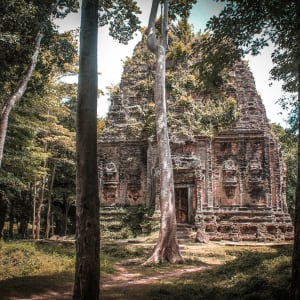 Voyage d'Angkor à Saigon de Siem Reap: Sambor Prei Kuk is a group of ruined temples built in the 8th century