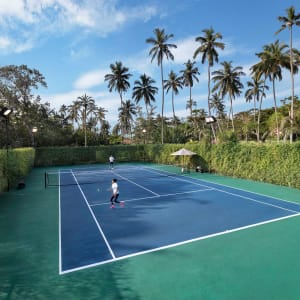 Anantara Peace Haven Tangalle Resort: Tennis at resort