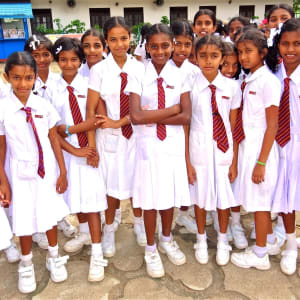 Sri Lanka Kompakt ab Colombo: Sri Lanka: School Girls in Uniform