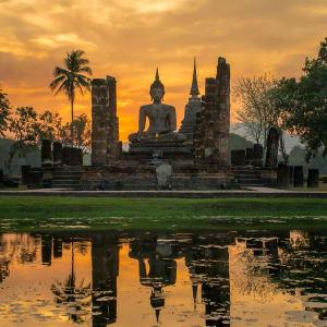 Voyage au Rocher d'Or  (traversée de Bangkok à Yangon): Sukhothai: Buddha statue in Wat Mahathat temple
