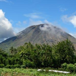Sulawesi-Torajaland Rundreise ab Makassar: Sulawesi Tomohon Mount Lokon