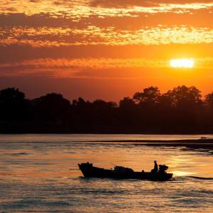 Mythes et légendes du Myanmar de Yangon: Sunset at Irrawaddy River