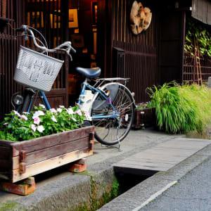 Circuit en groupe «Geisha» de Tokyo: Takayama: street with bycycle