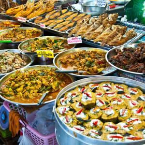 Circuit en voiture de location Triangle d'Or de Chiang Mai: Thailand: delicious food