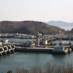 Grand circuit en Corée du Nord de Pyongyang: The Nampo Dam
