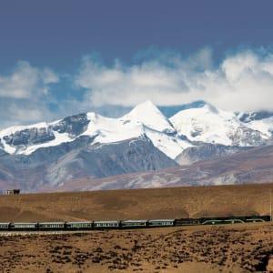 Avec le train du Tibet sur le toit du monde de Pékin: Tibet Train Nyenchen Tanglha Mountains