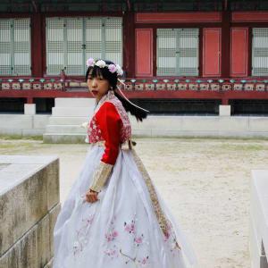 Corée du Sud compacte de Séoul: Traditional women Gyeongbok. Temple 02