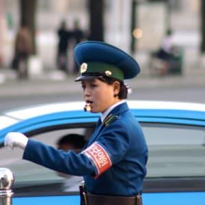 Nordkorea Kompakt ab Pyongyang: Traffic Warden Lady