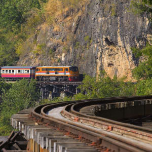 Le Siam royal de Bangkok: Trains crossing Kwai River in Kanchanaburi border