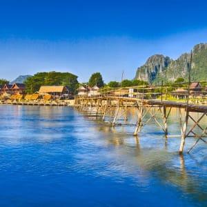 Überland von Luang Prabang nach Vientiane - 3 Tage: Vang Vieng bamboo bridge