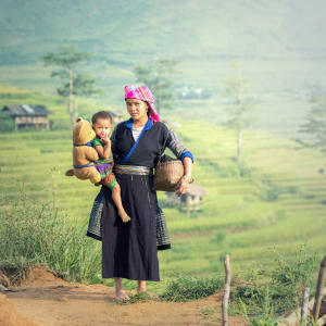Abenteuer Sapa - Hiking & Biking Package ab Hanoi: Vietnam Mother and daughter in rice terraces,Tu Le Lao Cai