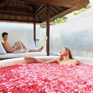 Nusa Dua Beach Hotel & Spa à Sud de Bali: Couple at Spa Pavilion
