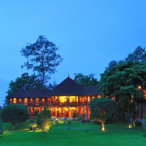 Pristine Lotus Resort à Lac Inle: SPA Building at night