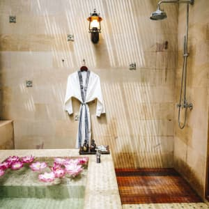 Anantara Angkor Resort in Siem Reap: Spa Shower Bath
