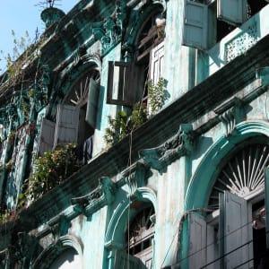 Au pays des temples et des pagodes de Yangon: Yangon: 31st + 32nd Street between Anawratha Rd. + Merchant Rd.