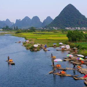 Les hauts lieux de la Chine de Pékin: Yangshuo: river with mountains