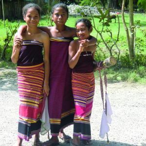 Le paradis inconnu du Timor-Leste de Dili: Young girls
