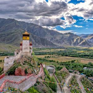 Die Magie des Tibets - Basis & Tsetang Verlängerung ab Lhasa: Yumbu Lha Khang Palace, the First Royal Palace in Tibet