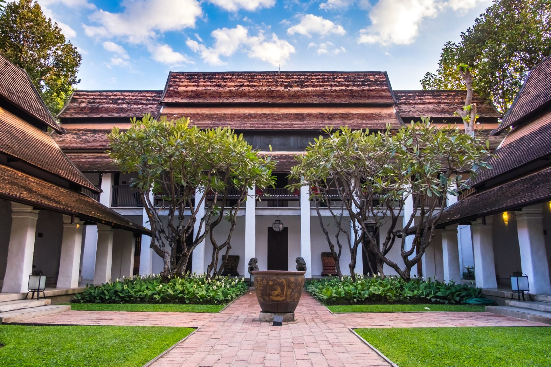 exterior: Hotel courtyard