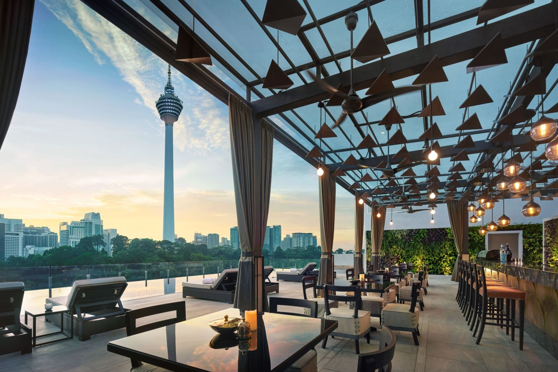 f&b: Man Tao - Rooftop Pool Bar
