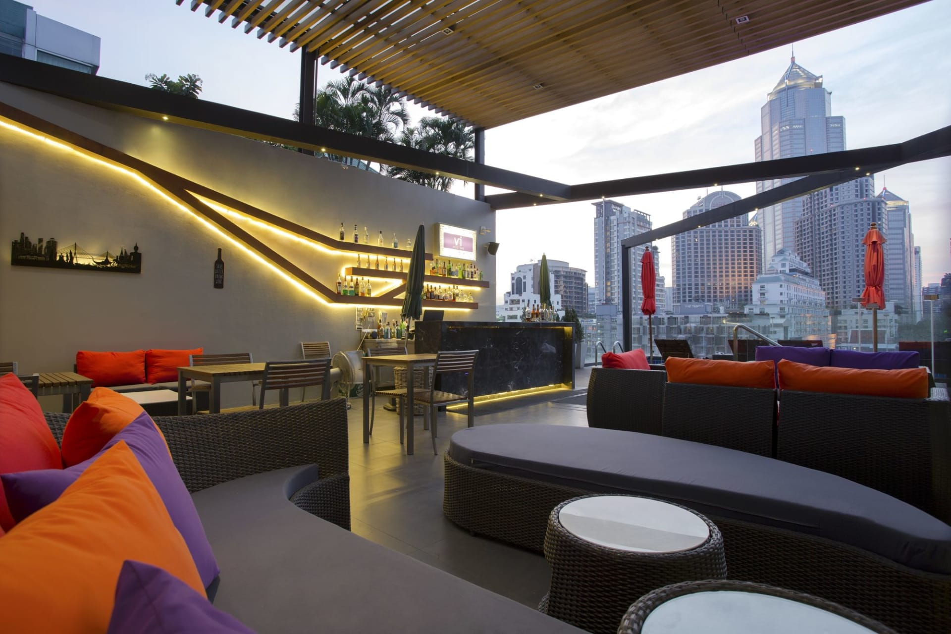 f&b: Rooftop Bar